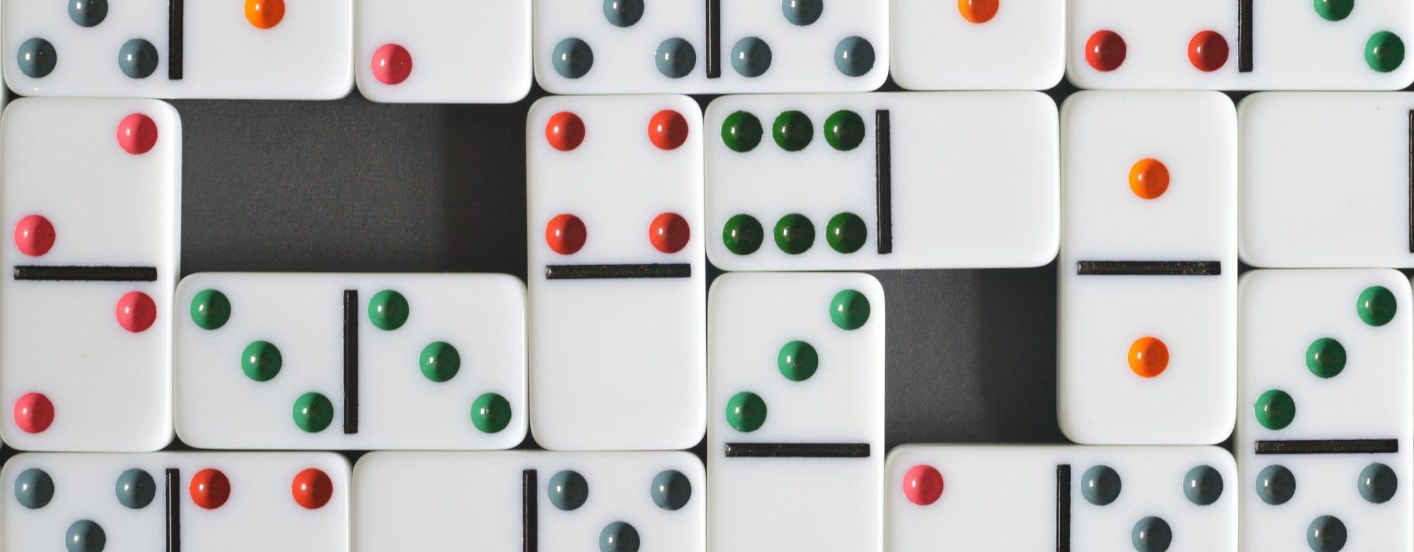 domino-2747758_1920